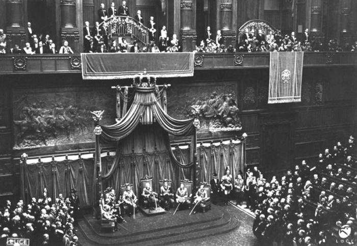 Patrimonio archivio storico della camera dei deputati for Aula di montecitorio