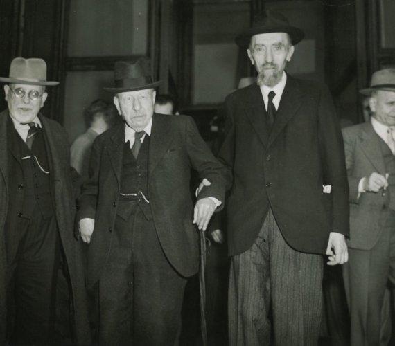 I senatori Casati e Croce in occasione dell'elezione a Presidente della Repubblica di Luigi Einaudi, 10 maggio 1948